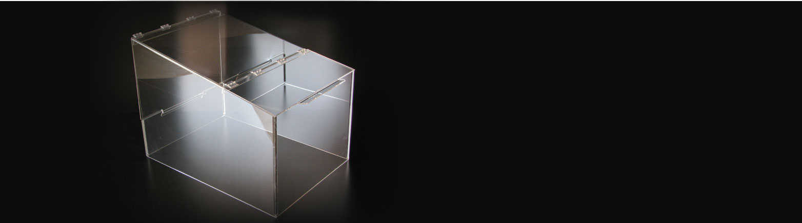 Lavorazione oggetti in plexiglass
