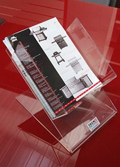 Lavorazioni in plexiglass per la grande distribuzione