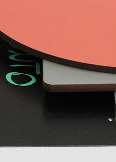 produzione di portaprezzi in plexiglass